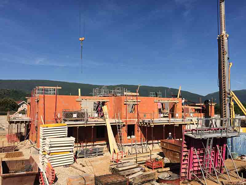 Haute Savoie entreprise du bâtiment brique rouge