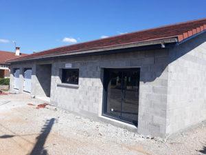Construction d'une maison - parpaings - menuiserie - Rhône