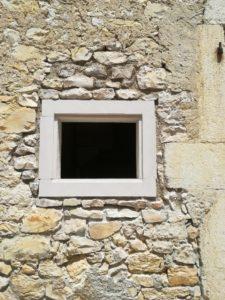 Ouverture en sous-œuvre mur en pierre