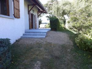 Construction de marches en béton armé pour faciliter l'accès à la terrasse