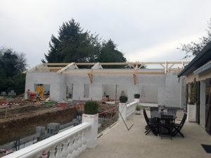 Travaux de maçonnerie, extension d'une maison en béton cellulaire