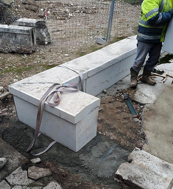 Construction de muret en pierre massif avec couvertine