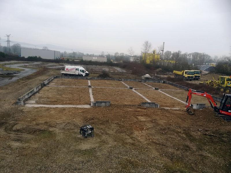 Pose de longrines et liaison parassimique pour un bâtiment industriel situé à Morestel